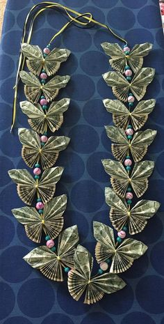 Butterfly money lei with beads This leis is made entirely of hand folded butterfly shapes. The lei w Money Necklace, Gift Cards Money, Money Gifting, Creative Money Gifts, Money Origami, Diy Money Lei, Origami Money Flowers, Graduation Leis, Ribbon Lei