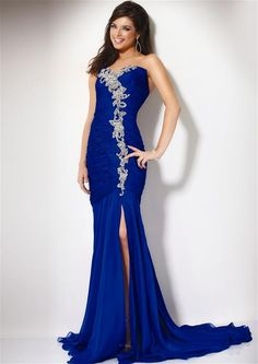 i usually dont like long dresses but this one i love