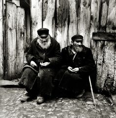 Roman Vishniac - The Boycott Changed Peddlers Into Beggars, Warsaw, 1937