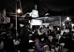 Raohe Nightmarket - a glimpse of dinner time in Taiwan, here you will find one of the best street foods of Taiwan! Taiwan, Travel Photos, Traveling By Yourself, Travel Photography, Places To Visit, Foods, Dinner, Concert, Street