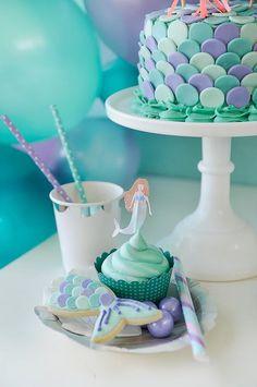 Un thème La Petite Sirène avec du bleu et du violet