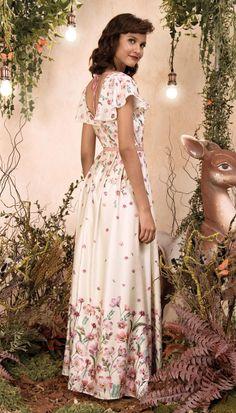 Cute Dresses, Vintage Dresses, Summer Dresses, Floral Wedding Gown, Dress Outfits, Fashion Dresses, Floral Chiffon Maxi Dress, Simple Gowns, Beautiful White Dresses