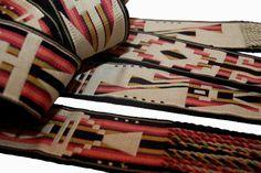 """Artesanías tradicionales Argentinas tejidas en telar . Ponchos de laboreo, Faja """"Pampa"""" tubular y demás técnicas textiles . Hilados y teñidos en lana pura."""
