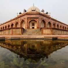 photo of the tomb of mughal emperor humayun in delhi india