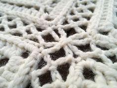 Väinämöinen on osa Kalevala CAL -peittoprojektia. Väinämöinen on liitosohje peittoprojektin ruuduille. Liitos on suunniteltu noin puoli koukkukokoa ohuemmalle langalle, jolloin se muodostaa hiukan keveämmän taustan itse ruuduille.