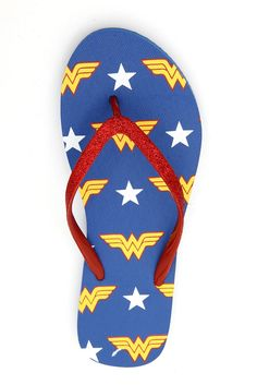 Wonder Woman flip flops - for when her wedding heels start to hurt. Batman Wonder Woman, Wonder Women, Glitter Flip Flops, Womens Flip Flops, Ciabatta, Sport, Hot Topic, Girl Power, My Idol