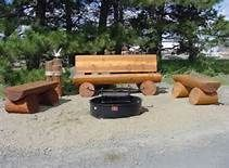 Log bench around a campfire pit in the back yard . You could keep the posts on level (on the decor with seagull thing) to set drinks on. Log Furniture, Outdoor Furniture, Outdoor Decor, Outdoor Landscaping, Log Chairs, Log Benches, Outdoor Projects, Wood Projects, Timber Logs