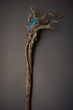 Baton de mage. Inspiration. Avec une vielle branche.