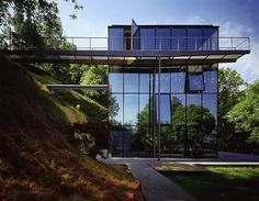 Off-the-grid green house with glass facade - Designed by German architecture firm, Werner Sobek Modern Glass House, Glass House Design, Modern Houses, German Architecture, Architecture Design, Sustainable Architecture, Fachada Colonial, Glass Facades, Modern Mansion