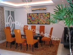 Comedor de Diseño, base en Wengue y Acero, Sillas de Diseño acabado en tela Italiana y Wengue, Seibo de Diseño acabado en Wengue.