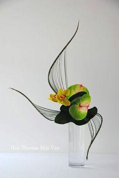 Ikebana More Ikebana Arrangements, Glass Vase, Flower Arrangements Ikebana Arrangements, Ikebana Flower Arrangement, Flower Vases, Floral Arrangements, Flower Show, Flower Art, Contemporary Flower Arrangements, Creative Flower Arrangements, Deco Floral