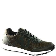 #Sneaker in tessuto tecnico cerato verde