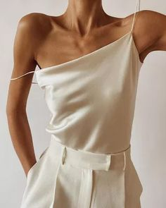 Style Urban, Satin Cami, Looks Street Style, Neutral Outfit, Neutral Style, Daily Fashion, Fast Fashion, Style Guides, Alexander Mcqueen