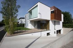Collect this idea Floating on an urban lot and slightly sloping on one side to shape and underground garage, House THE in Luxembourg rises from n-lab architects' vision and adorns the street with its volumetric architecture. Overhangs formed out of different sized volumes and some partly covered with privacy-protecting timber slats, blinds and curtains compose …