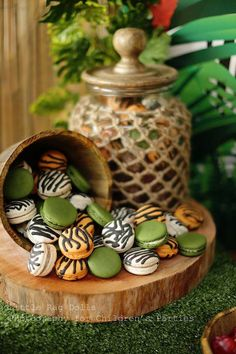 Jungle themed birthday party Mufasa Macarons with Such Cute Ideas via Kara's Party Ideas Safari Theme Birthday, Jungle Theme Parties, Safari Birthday Party, Jungle Party, Animal Birthday, Jungle Theme Food, Themed Parties, Festa Safari Baby, Animal Party