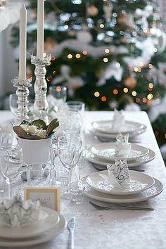Christmas table setting by Call me cupcake, via Flickr