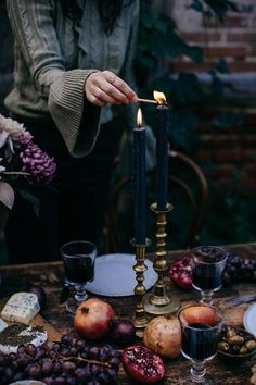 Gluten-free Cinnamon Rolls & a Magical Photoshoot for Mint & Berry. Winter Fragrance Inspiration For Karen Gilbert Autumn Witch, Dark Autumn, Autumn Tea, Autumn Aesthetic, Christmas Aesthetic, Witch Aesthetic, Yalda Night, Gluten Free Cinnamon Rolls, Mint And Berry