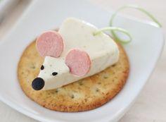 Delicioso bocadillo infantil de queso crema con un poco de jamón. Se ve espectacular y sabe mucho mejor!
