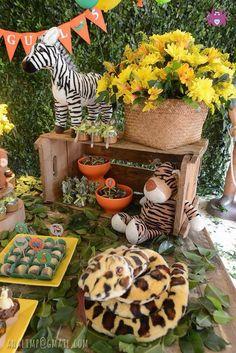 Detalhes da Festa Safari    #DonaAranha #KidsParty #FestasInfantis #Ideias #Detalhes #Details #Decoracao #DecoracaodeFestas #InstaParty #PartyIdeas #FicaaDica #News #Novidades#NovosProjetos #Party #Safari #FestaSafari Jungle Theme Parties, Jungle Theme Birthday, Lion King Birthday, Safari Theme Party, Safari Birthday Party, Jungle Party, Animal Birthday, 2nd Birthday Parties, Baby Birthday