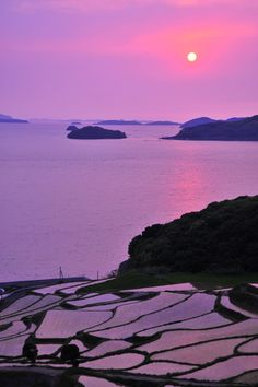 Sunset on the rice terraces of Doya, Nagasaki, Japan sweet pinkness! The Beautiful Country, Beautiful World, Beautiful Places To Visit, Wonderful Places, Chile, Rice Terraces, Nagasaki, Nature Pictures, Amazing Nature