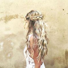 coiffure bohème chic tresse couronne cheveux lachés ondulés