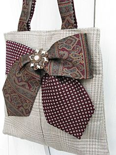 Charming straw-colored plaid with hints of turquoise and pink make up this medium-size tote bag made from a recycled mans suit coat. Height: inches cm) Width: 12 inches at bottom, inches at top cm and 24 cm) Two vintage ties make a bow on the front thats Necktie Purse, Burlap Bow Tutorial, Mens Suit Coats, Old Ties, Tie Crafts, Blog Couture, Tie Quilt, Steampunk Cosplay, Sewing Tutorials