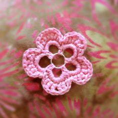 Free Pattern / Tutorial  Easy Crochet Flower Pattern