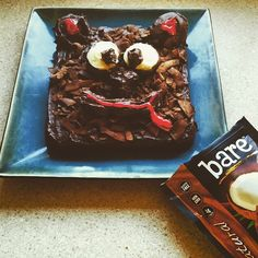 A beary bare brownie cake for all you gluten free and dairy free chocolate lovers! #glutenfree #dairfree #bareappetite #dessert #crunchon #locoforcoco