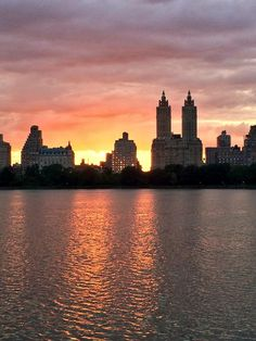 What a gorgeous sunset last night! #NYC @CentralParkNYC @nycfeelings @NYCONLY pic.twitter.com/nevpihOfxI