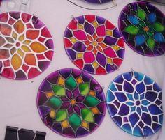 Resultado de imagen para mandalas con cds Cd Crafts, Fun Crafts For Kids, Craft Stick Crafts, Flower Crafts, Art For Kids, Diy And Crafts, Arts And Crafts, Mandala Art, Cd Diy
