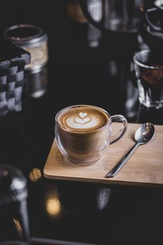 Lots Of Coffee Facts Tips And Tricks 5 – Coffee Coffee Cafe, Coffee Drinks, Coffee Vodka, Espresso Cafe, Coffee Shop Music, Coffee Shop Aesthetic, Coffee Facts, Coffee Pictures, Coffee Photography