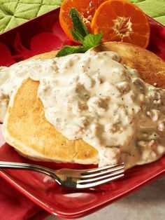 Buttermilk Biscuit Pancakes with Sausage Gravy Up! How Do You Eat Bacon & Sausage at Breakfast? Breakfast Dishes, Breakfast Time, Breakfast Recipes, Breakfast Ideas, Breakfast Gravy, Pancake Recipes, Brunch Ideas, Bacon Sausage, Sausage Gravy