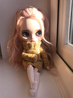 Looking out at the warm sun, snug in her new cosy jumper. Ooak Dolls, Blythe Dolls, Doll Repaint, Cute Dolls, Big Eyes, Beautiful Eyes, Doll Toys, Cool Girl, Doll Clothes