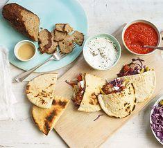 Doner kebab Tomato Chilli Sauce, Easy Chilli, Kebab Recipes, Sauce Recipes, Ramen Recipes, Chicken Recipes, Pitta, Bbc Good Food Recipes, Cooking Recipes