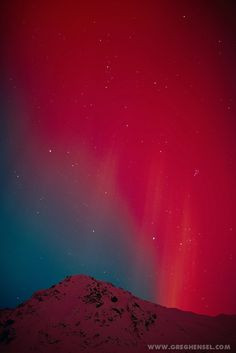 Rays of red--Red aurora over mountain at Hatcher Pass in the Matanuska Valley. Winter in Southcentral Alaska by Greg Hensel~~: All Nature, Science And Nature, Amazing Nature, Beautiful Sky, Beautiful World, To Infinity And Beyond, Natural Phenomena, Belleza Natural, Nature Photography