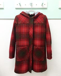 Stunning Harris Tweed #cascadedufflecoat (pattern by @grainlinestudio ) made by our lovely student @honeydewpat during our Jacket Corse. So beautiful!cascadedufflecoatThe Stitchery Studio