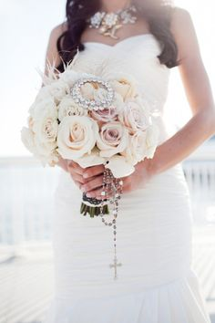 White bouquet, w roses.