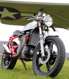 Cafe racers, scramblers, street trackers, vintage bikes and much more. The best garage for special motorcycles and cafe racers. Cx500 Cafe, Scrambler, Honda Cx, Cx 500, Street Tracker, Classic Motors, Vintage Bikes, Vans, Cafe Racers