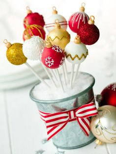 Ganz einfach Cake Pops werden aus zerbröselten Keksen Kuchenresten und Frischkäse hergestellt. & Indoor and Outdoor Christmas Decorations | Pinterest | Cake pop ...