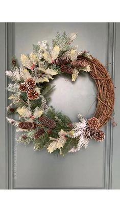 Wreath Crafts, Diy Wreath, Grapevine Wreath, Christmas Crafts, Christmas Ornaments, Pine Cone Wreath, Boxwood Wreath, Wreath Making, Easter Wreaths