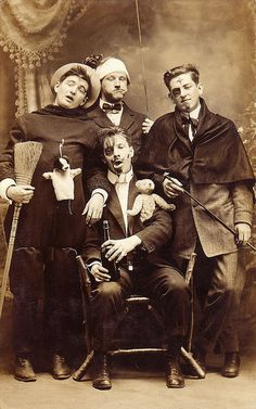 Post Mortem photography (not real); Vintage Pictures, Old Pictures, Vintage Images, Old Photos, Vintage Man, Rare Photos, Vintage Dress, Badass Pictures, Post Mortem Photography