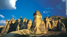 Göreme valley and its surroundings contain rock-hewn sanctuaries that provide unique evidence of Byzantine art.