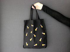 Last Minute Halloween Craft: DIY Trick or Treat Bag >> http://blog.diynetwork.com/maderemade/how-to/last-minute-halloween-craft-diy-trick-or-treat-bag/?soc=pinterest