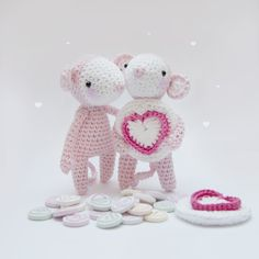 Love Heart Mouse - Free Amigurumi Pattern here: http://www.inart.no/love-heart-mouse-pattern/
