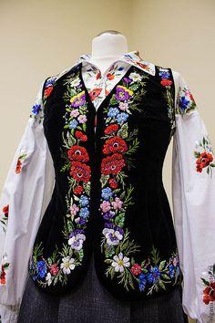 """Купить Вышитый жилет """"Дух старины"""" ручная вышивка - чёрный, цветочный, женский жилет, жилет"""