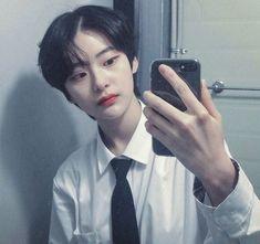 Instagram; @weirdo_.___ uploaded by @˚♡ ヤスミン ♡ ˚ Korean Boys Hot, Korean Boys Ulzzang, Ulzzang Boy, Asian Short Hair, Girl Short Hair, Korean Boy Hairstyle, Lee Joo Young, Androgynous Hair, Bts Girl