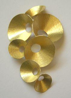 Kayo Saito - 18 carat gold seed pod brooch - entrenous by LE NOEUD www.enbyln.com