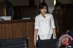 "Kuasa Hukum Jessica, Hidayat Bostam mengatakan, seharusnya majelis hakim yang dipimpin Kisworo mengumumkan siapa saja saksi ahli yang akan dihadirkan dalam persidangan. ""Yang saya baru dapat…"