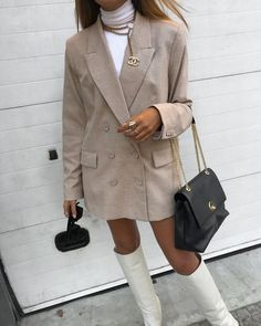 Discovered by C a m i l a. Find images and videos about fashion, style and girly on We Heart It - the app to get lost in … in 2020 (With images) Classy Outfits, Casual Outfits, Cute Outfits, Fashion Outfits, Womens Fashion, Vogue Fashion, Daily Fashion, Fall Winter Outfits, Winter Fashion