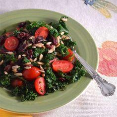 Boerenkoolsalade met cranberry's en tomaat